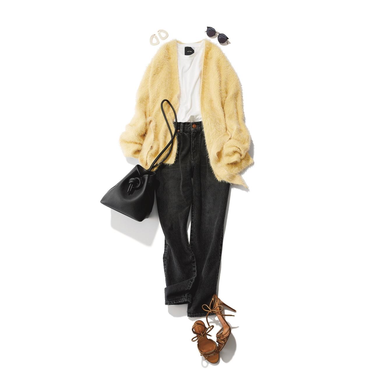 イエローシャギーニット×デニムパンツのファッションコーデ