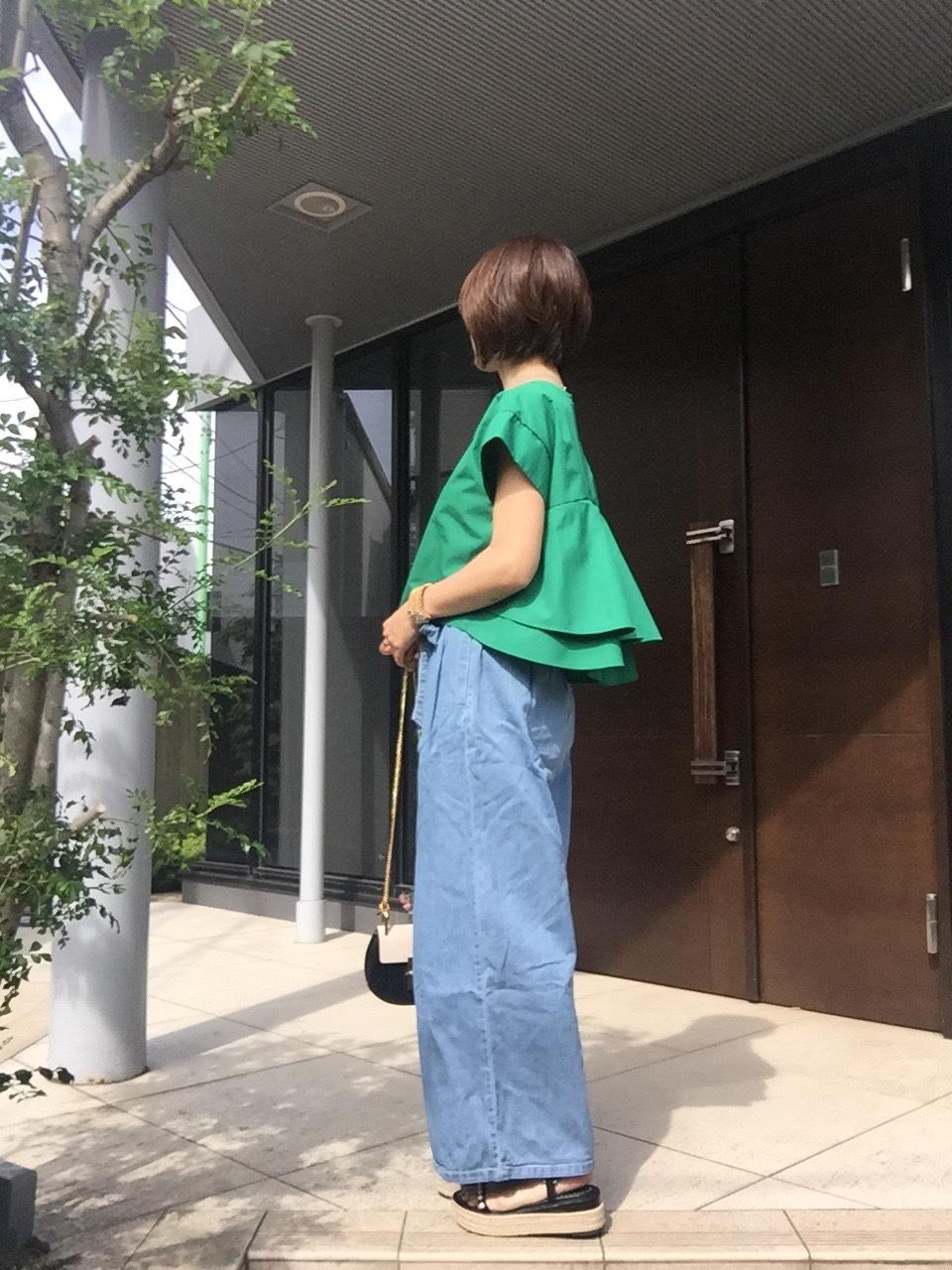 鮮やかなグリーンのトップスで初夏を先取り♡_1_3