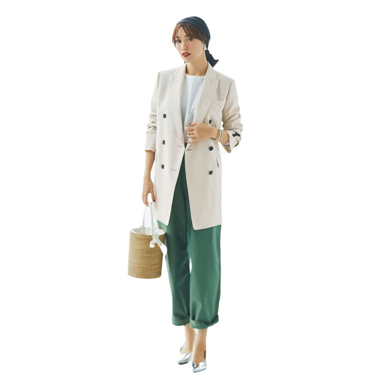グリーンのカーゴパンツ×ジャケットコーデ