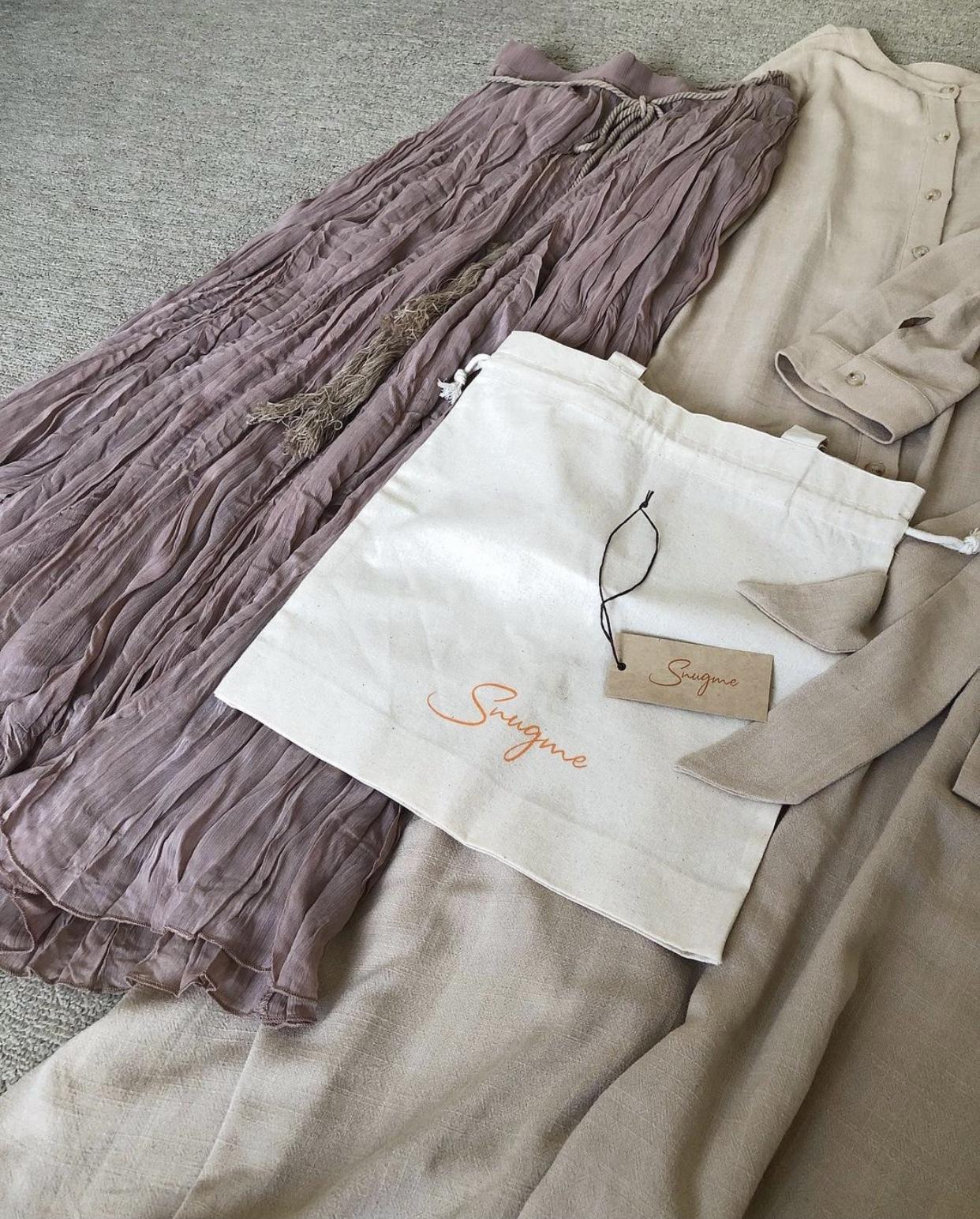 濃ベージュ刺繍ワンピで、ひびのこづえ展_1_8