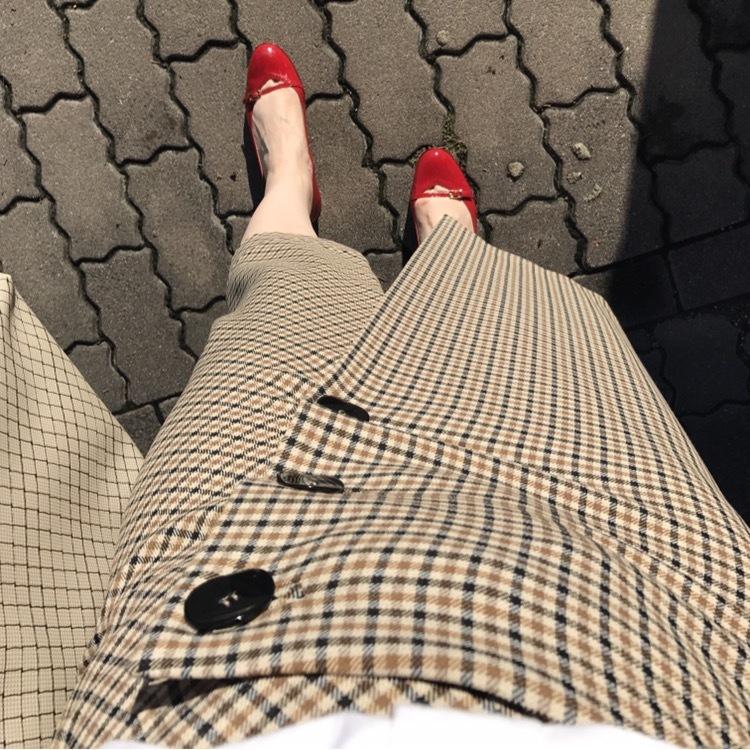 リアル通勤コーデ。やっと晴れた金曜日はチェックのスカートで秋らしさをプラス!_1_3