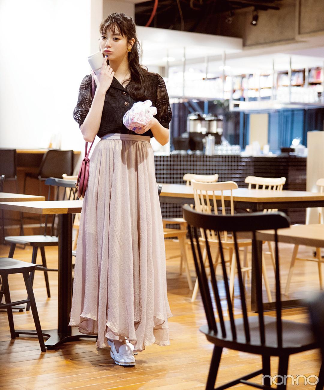 新川優愛はトレンドの透けアイテムをくすみピンクで大人っぽく【毎日コーデ】