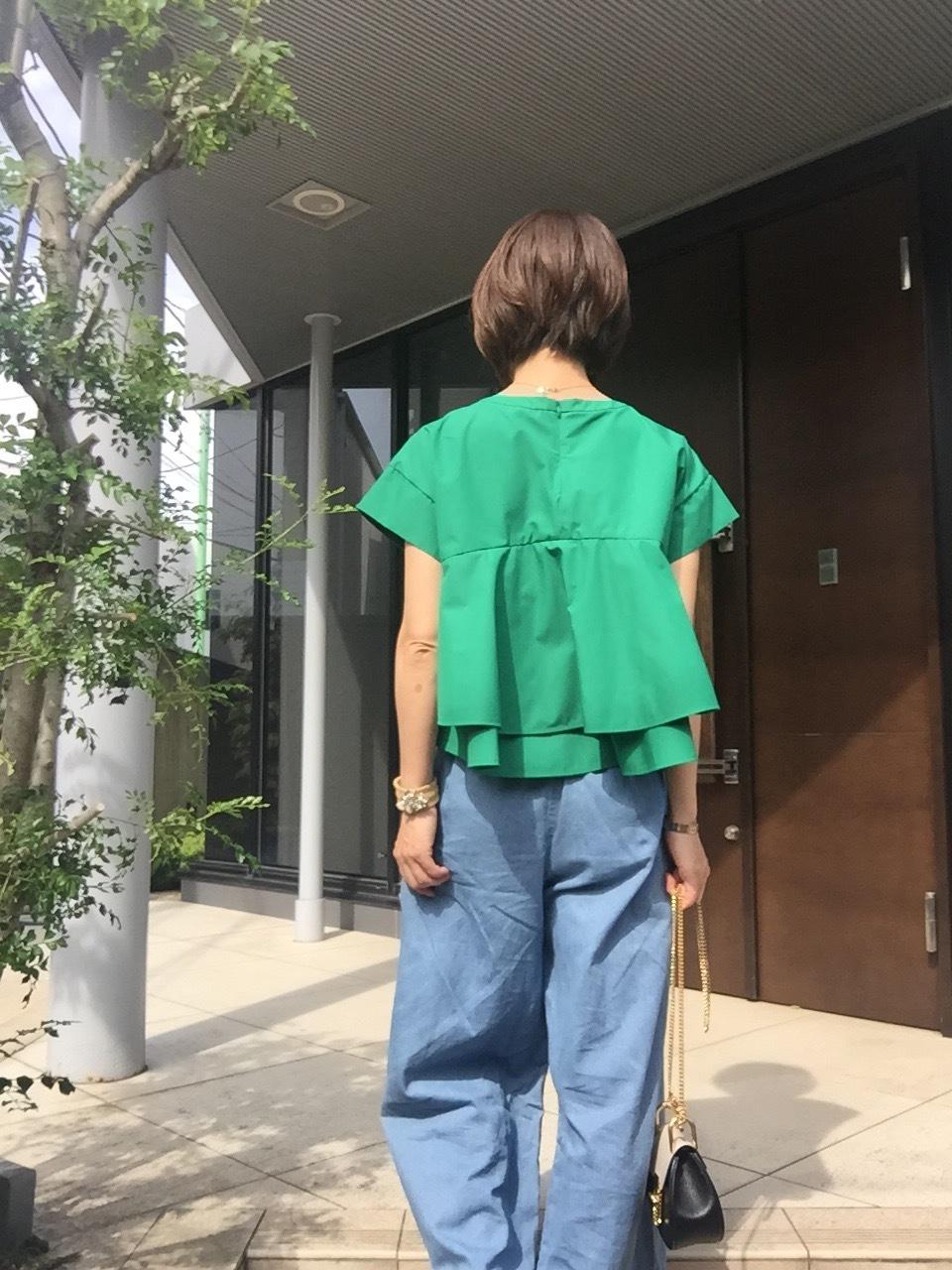 鮮やかなグリーンのトップスで初夏を先取り♡_1_2