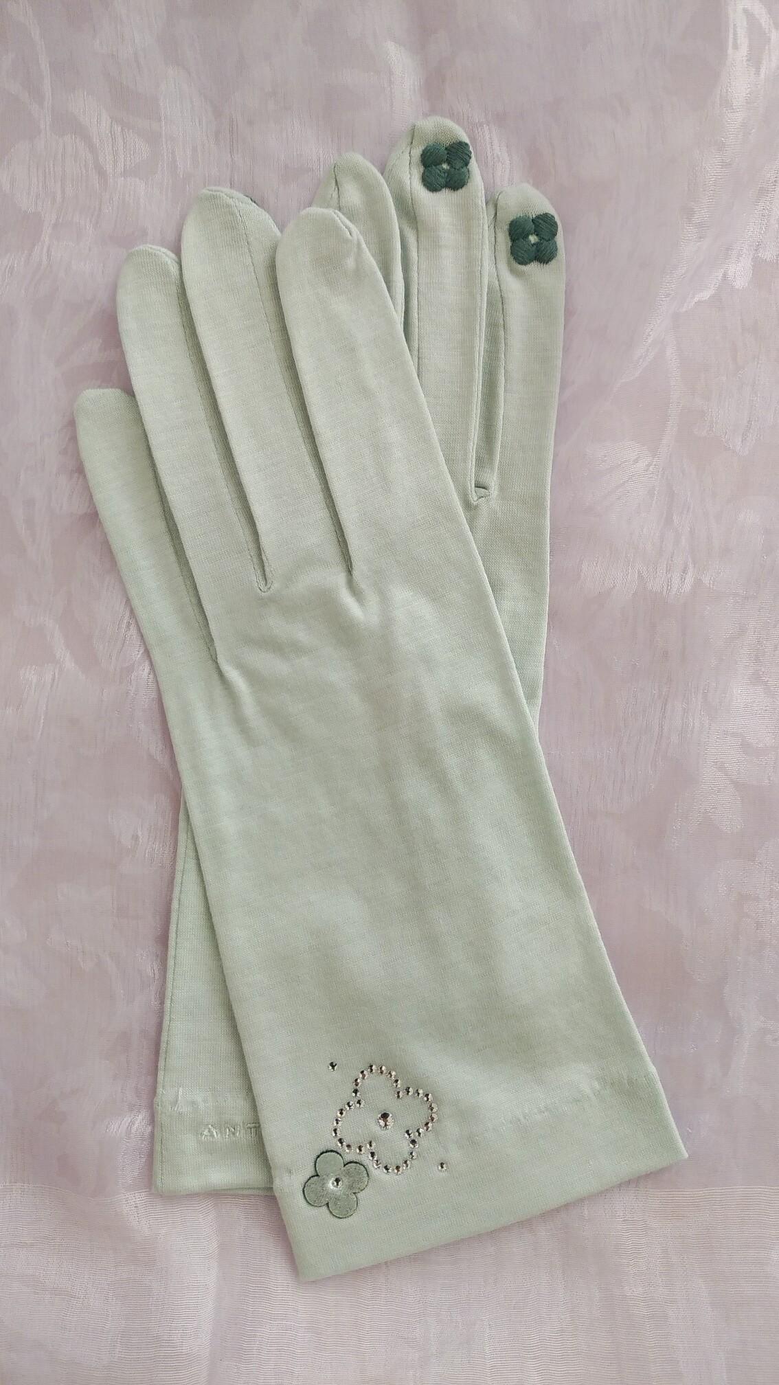 ミントグリーンの手袋