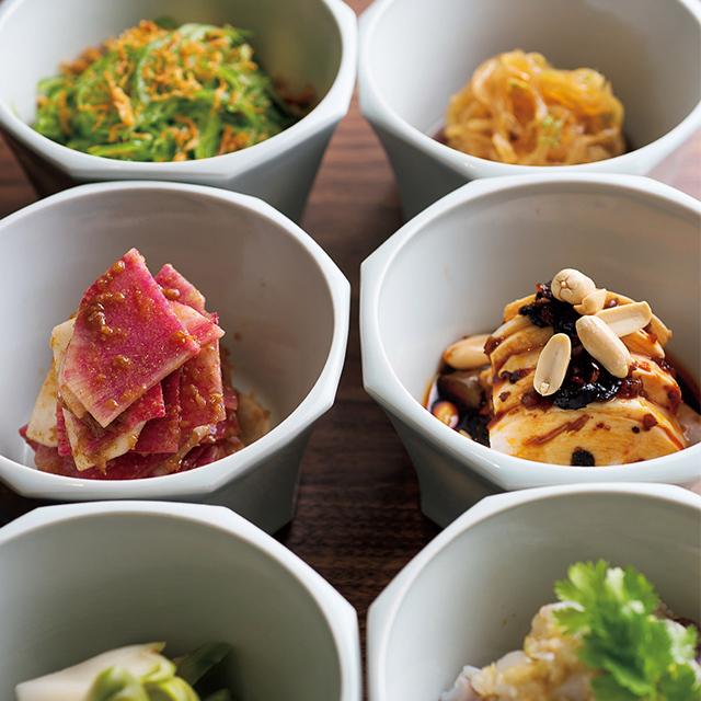 おまかせ前菜3種¥1,880と野菜の前菜3種¥1,000
