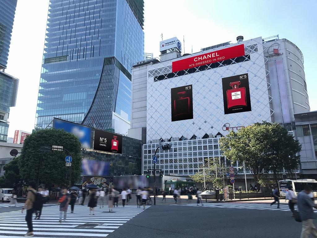 シャネル N°5 限定レッドボトルのビジュアルが、渋谷・銀座の街を席捲中!_1_2-1