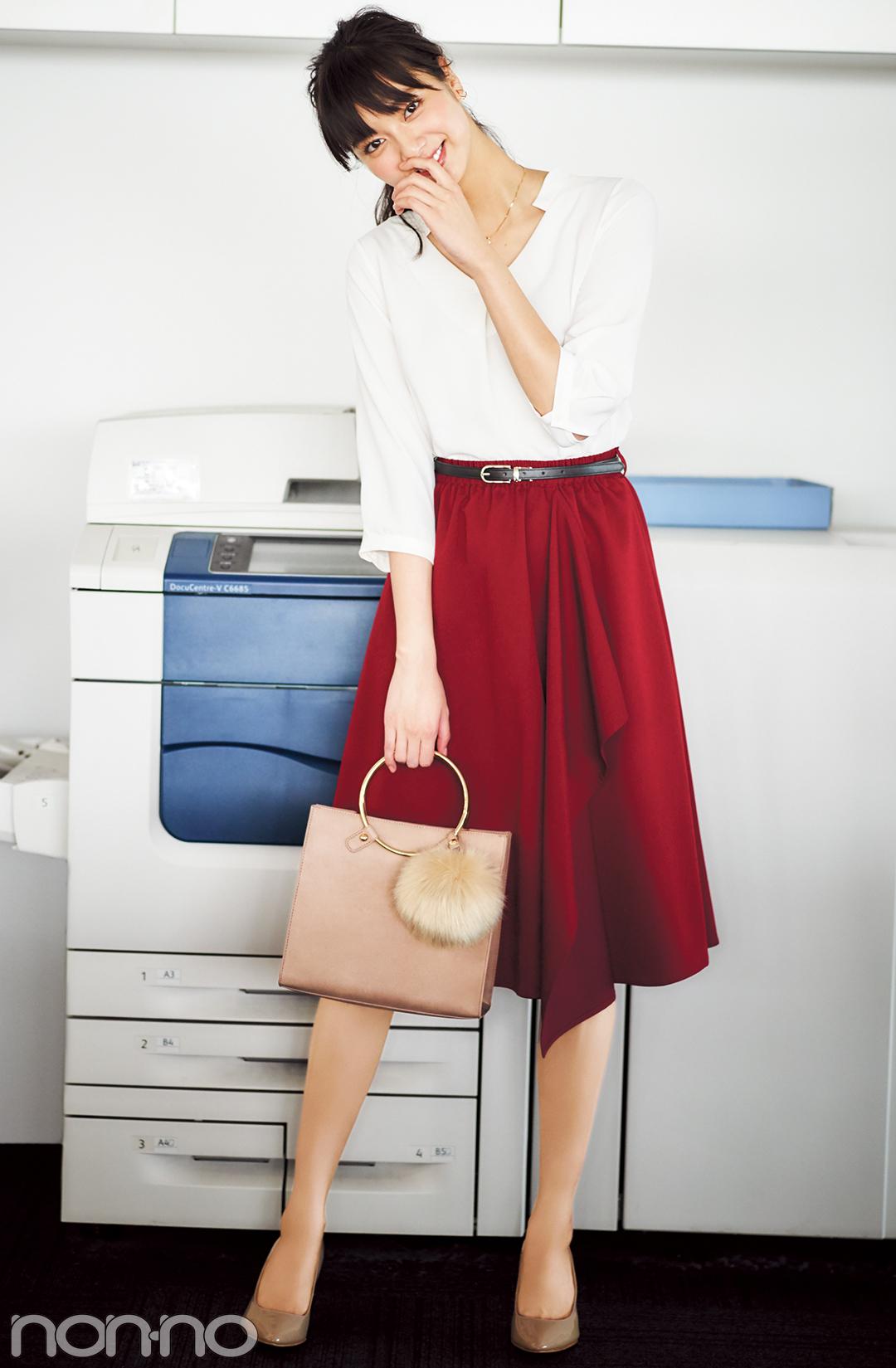 新川優愛が着る♡ オフィスコーデのスカートは、秋色で選ぶのが正解!_1_1-3