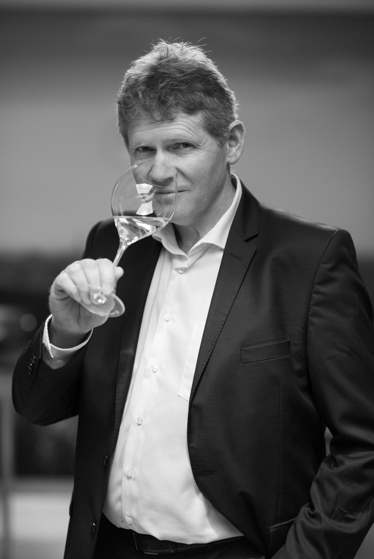 ヴーヴ・クリコの最高級ライン「ラ・グランダム 2008」が登場。その優雅さに酔いしれたい!【飲むんだったら、イケてるワイン/特別編】_1_2