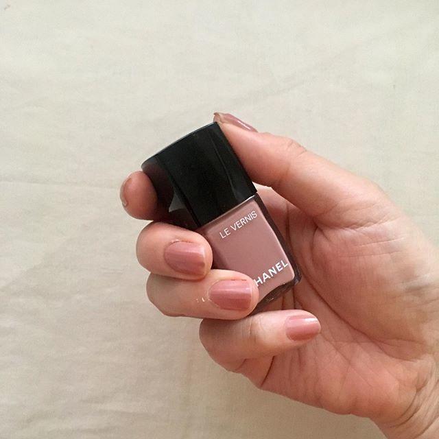 シャネルのお気に入りネイルカラー2色♡指先を上品にきれいに見せてくれるから気分が上がる!_1_2