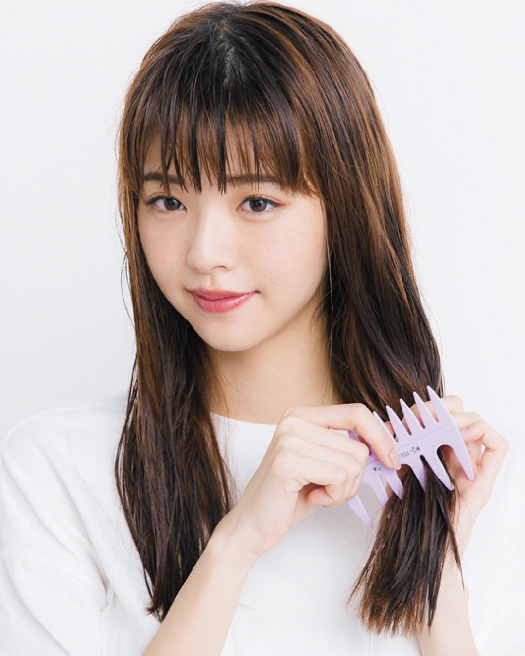 ぬれた状態は傷みやすいので、髪を引っかけないよう目の粗いコームを使おう。マペペ ダブルメッシュコーム ¥400/シャンティ