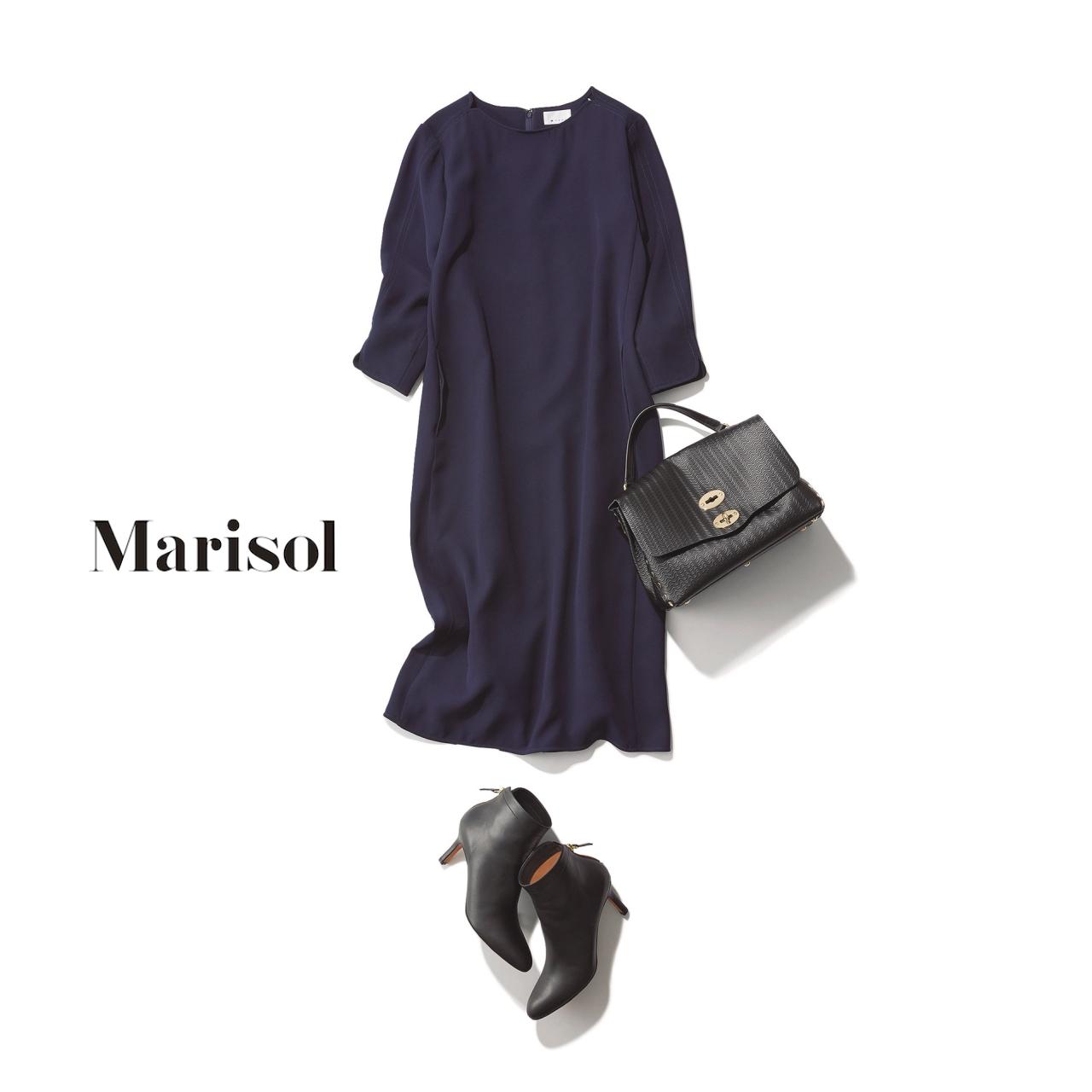 40代ファッション ネイビーワンピース×黒ショートブーツコーデ