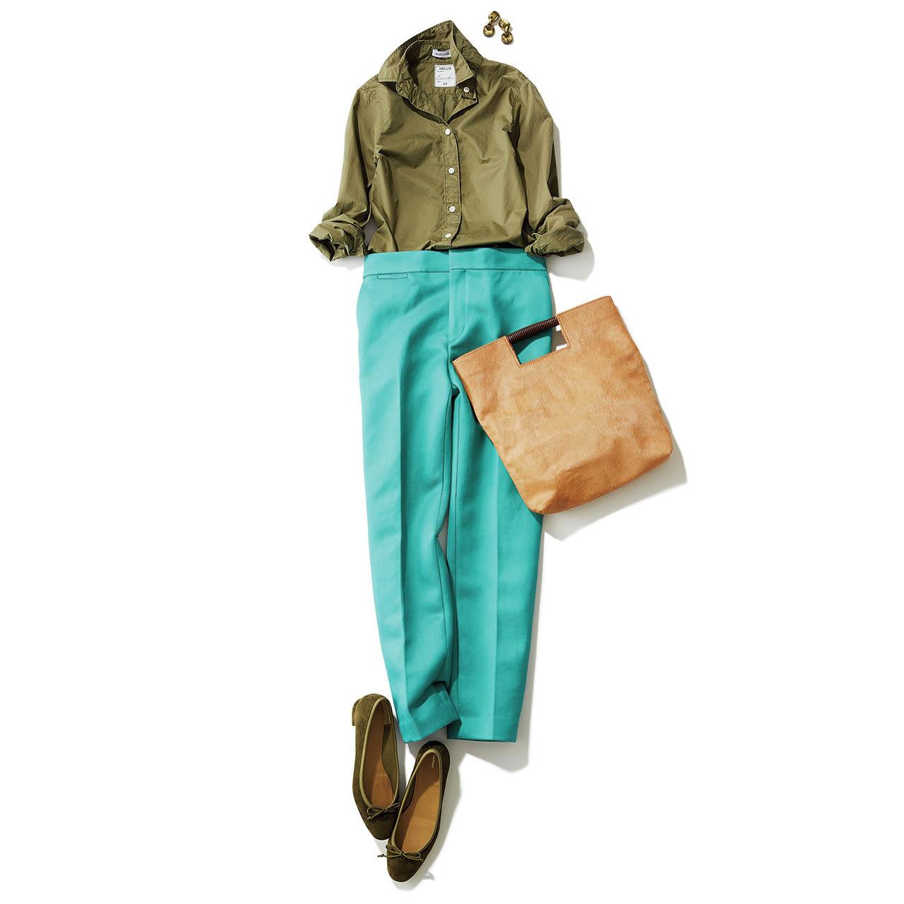 カーキシャツ×エメラルドグリーンのパンツコーデ