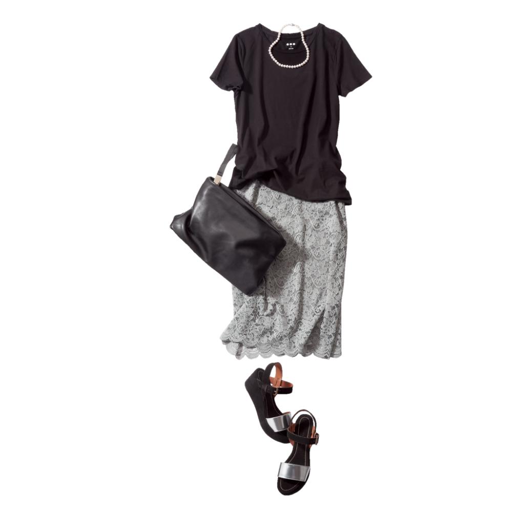黒Tシャツ×レーススカートコーデ