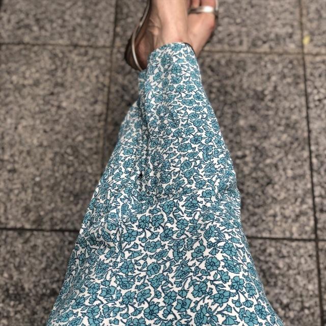 ザラの小花柄ブルーのロングスカート