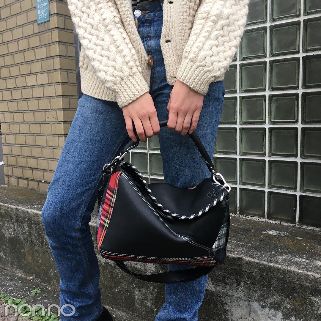 新木優子のデニムコーデはドクターマーチンのブーツ&ロエベのバッグがカギ!【モデルの私服】_1_2-1