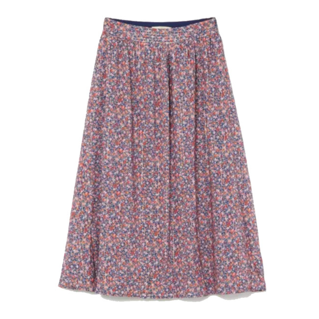 コーディネートに華やぎを加える旬のスカート