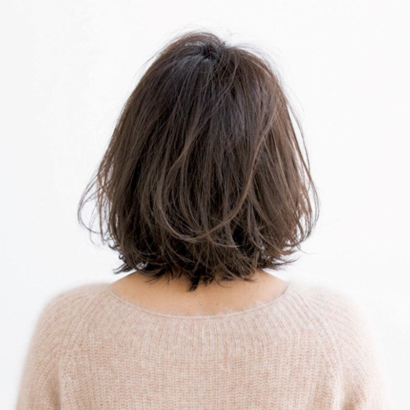 前髪の作り方しだいで-5歳!柔らか印象がポイントの40代からのフェミニンボブ【40代のボブヘア】_1_1-3