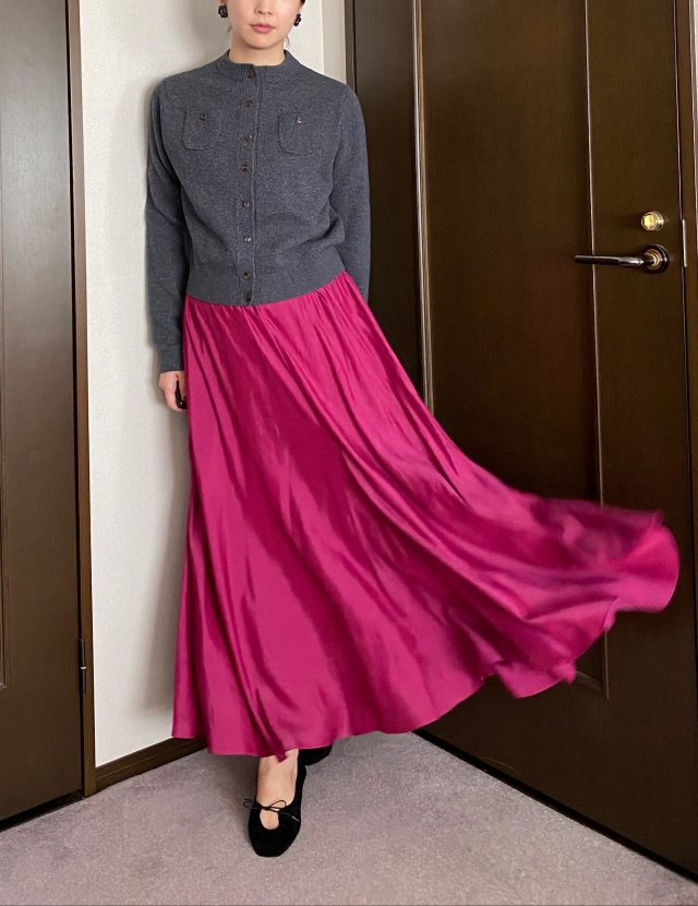 秋は何着る?全身コーデに「夏っぽ素材」スカート投入!_1_4