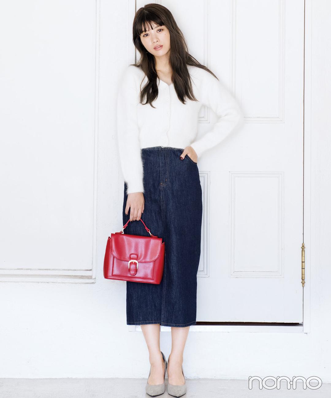 【デニムスカートコーデ5】白カーディガン×デニムロングスカート