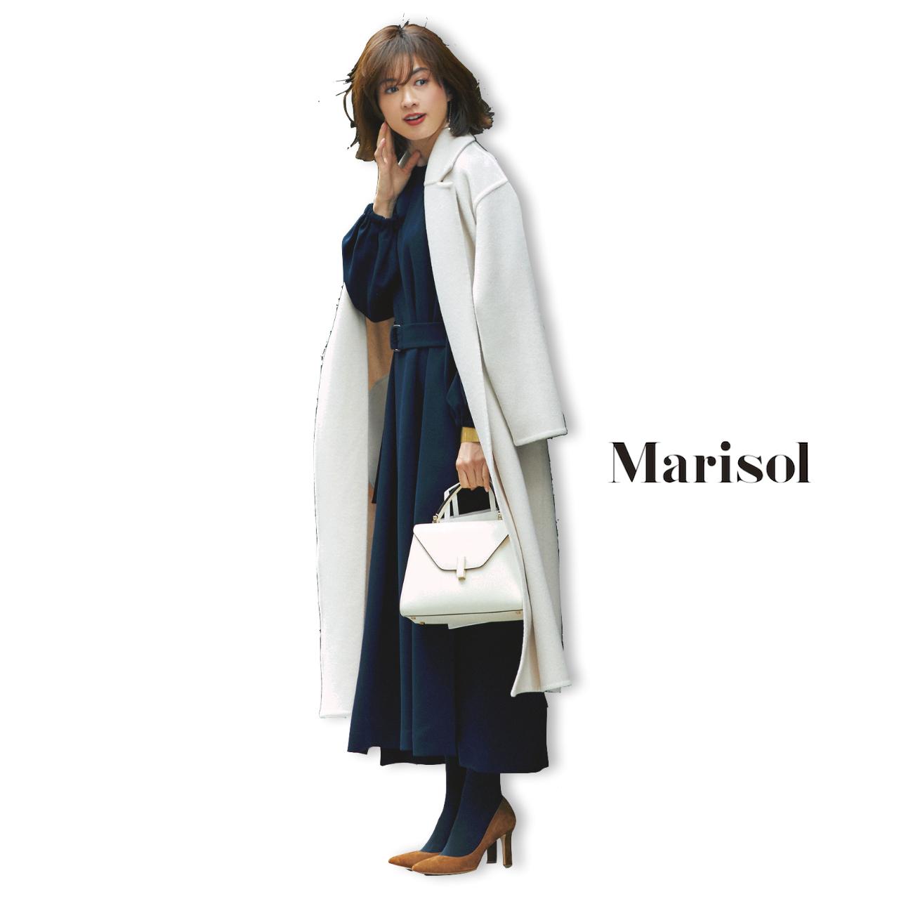 40代ファッション 白ロングコート×ネイビーワンピースコーデ
