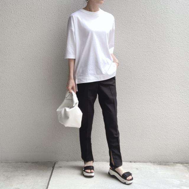 定番「白Tシャツ」の着こなしを更新! アラフォーがこなれて見えるコーデ術まとめ 40代ファッション_1_26