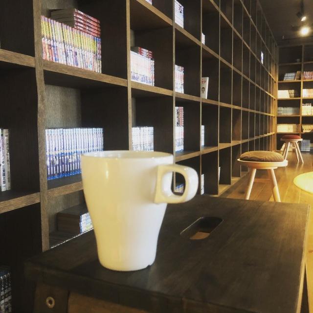 コーヒーをいただきながら本を読んだり仕事をしたり。
