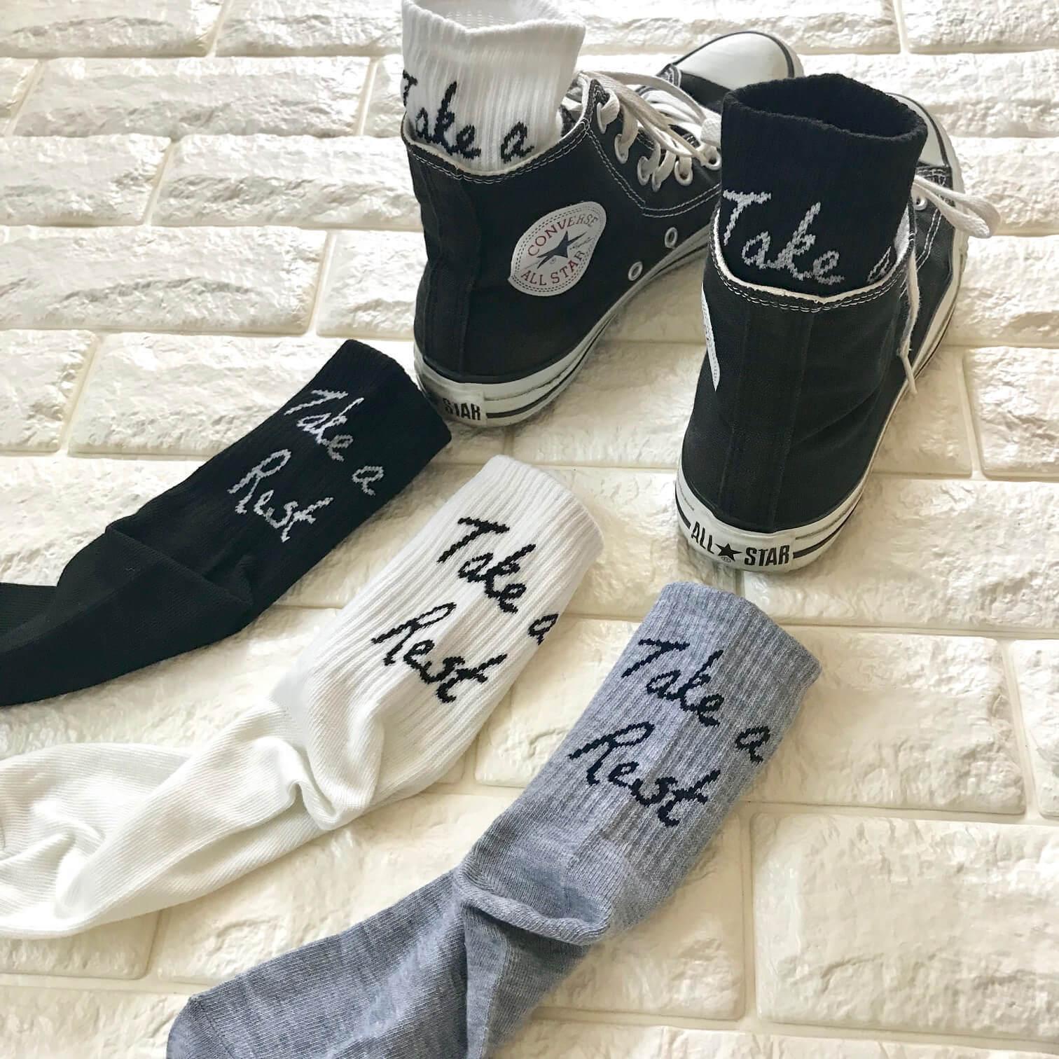 ダイソーの靴下とコンバースを合わせた画像