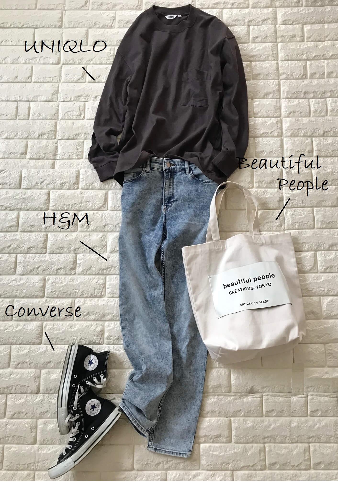 ユニクロのロングTシャツとデニムを合わせたコーデ