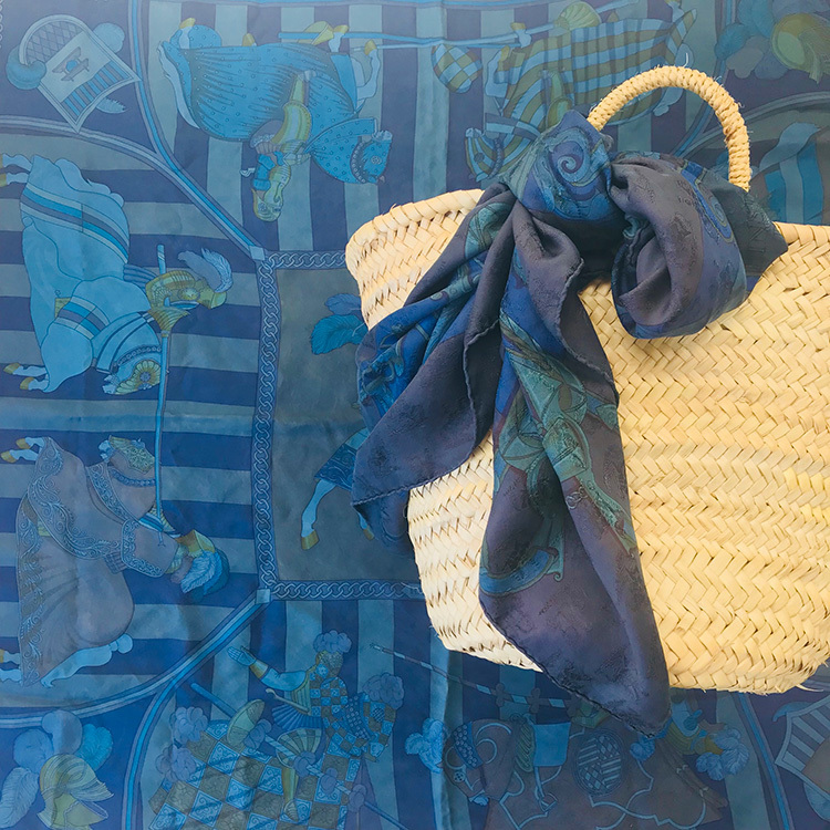 藍染めでまた新たな魅力を発見!「エルメスのカレ」