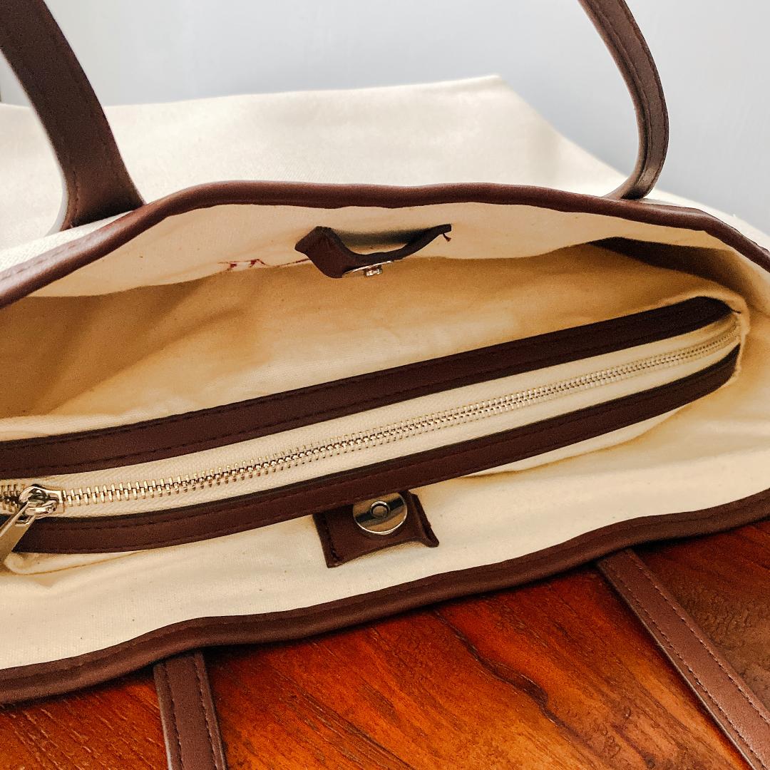 オリジナルの刺しゅうができる【ZARA】のパーソナライズ キャンバス トートバッグは、小分けできる収納バッグ付き