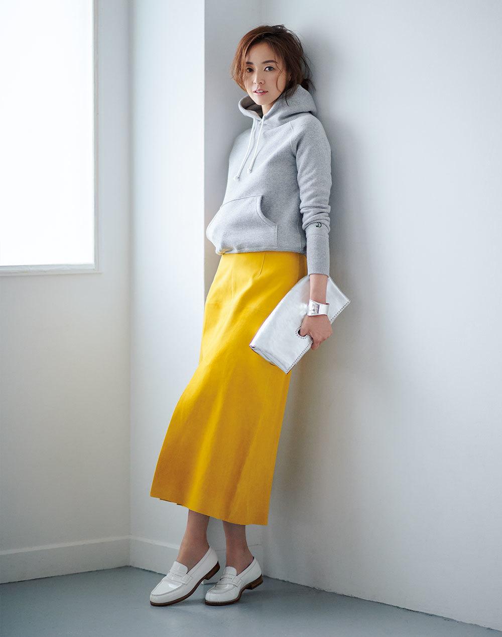 ファッション フーディ×イエロースカートコーデ