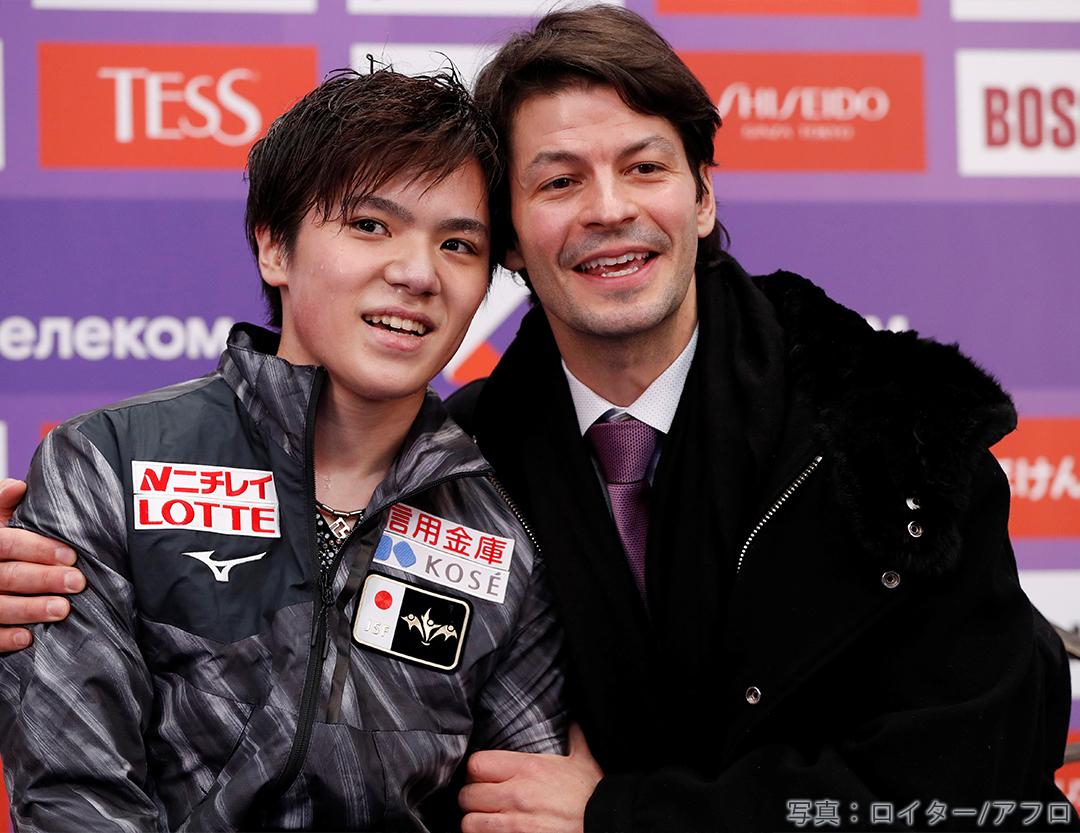 2019年 グランプリシリーズ ロシア大会で男子FSのキスアンドクライでステファン・ランビエールコーチと喜びを分かち合う宇野昌磨選手