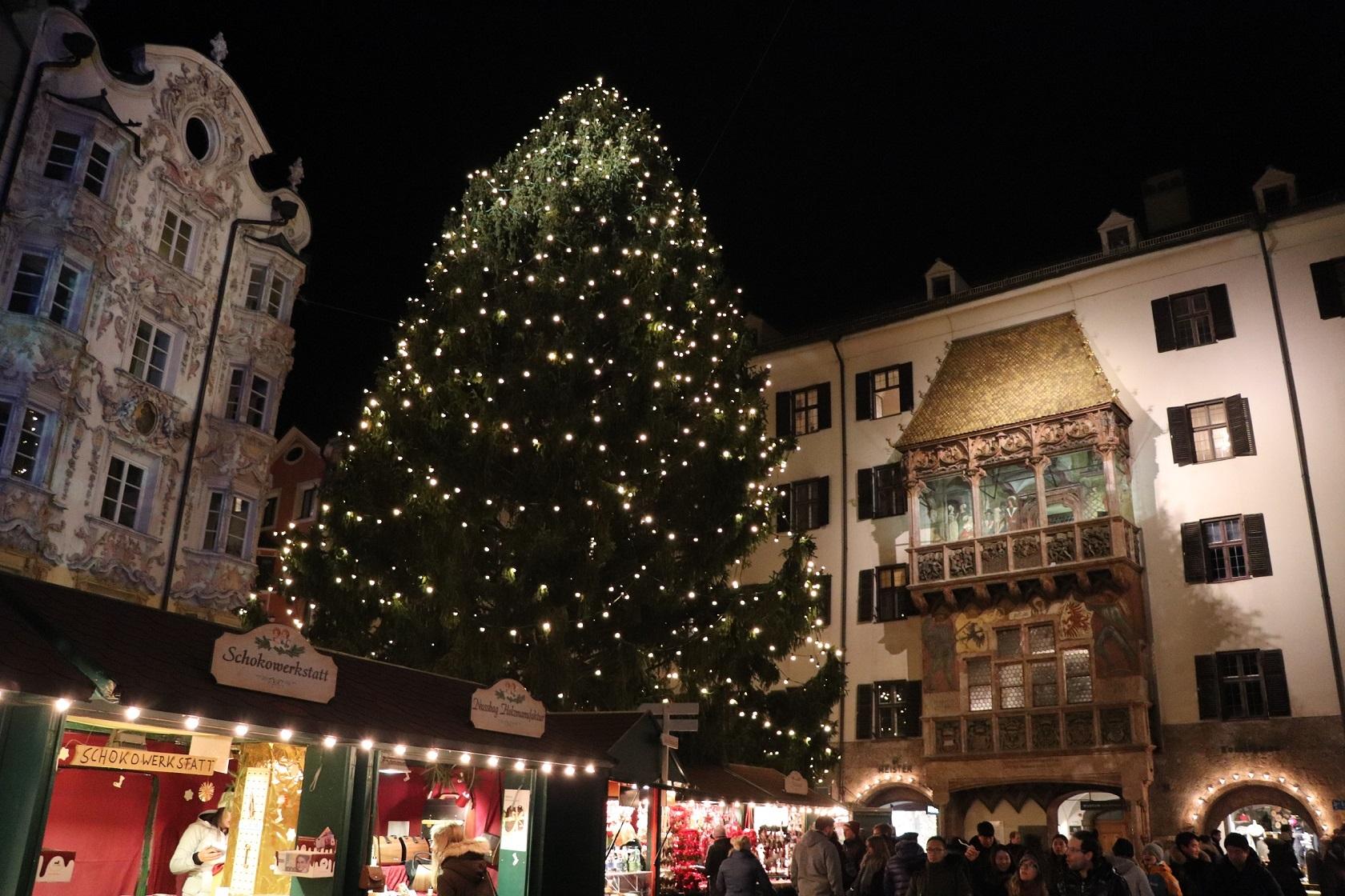 インスブルック、黄金の小屋根のクリスマスマーケット