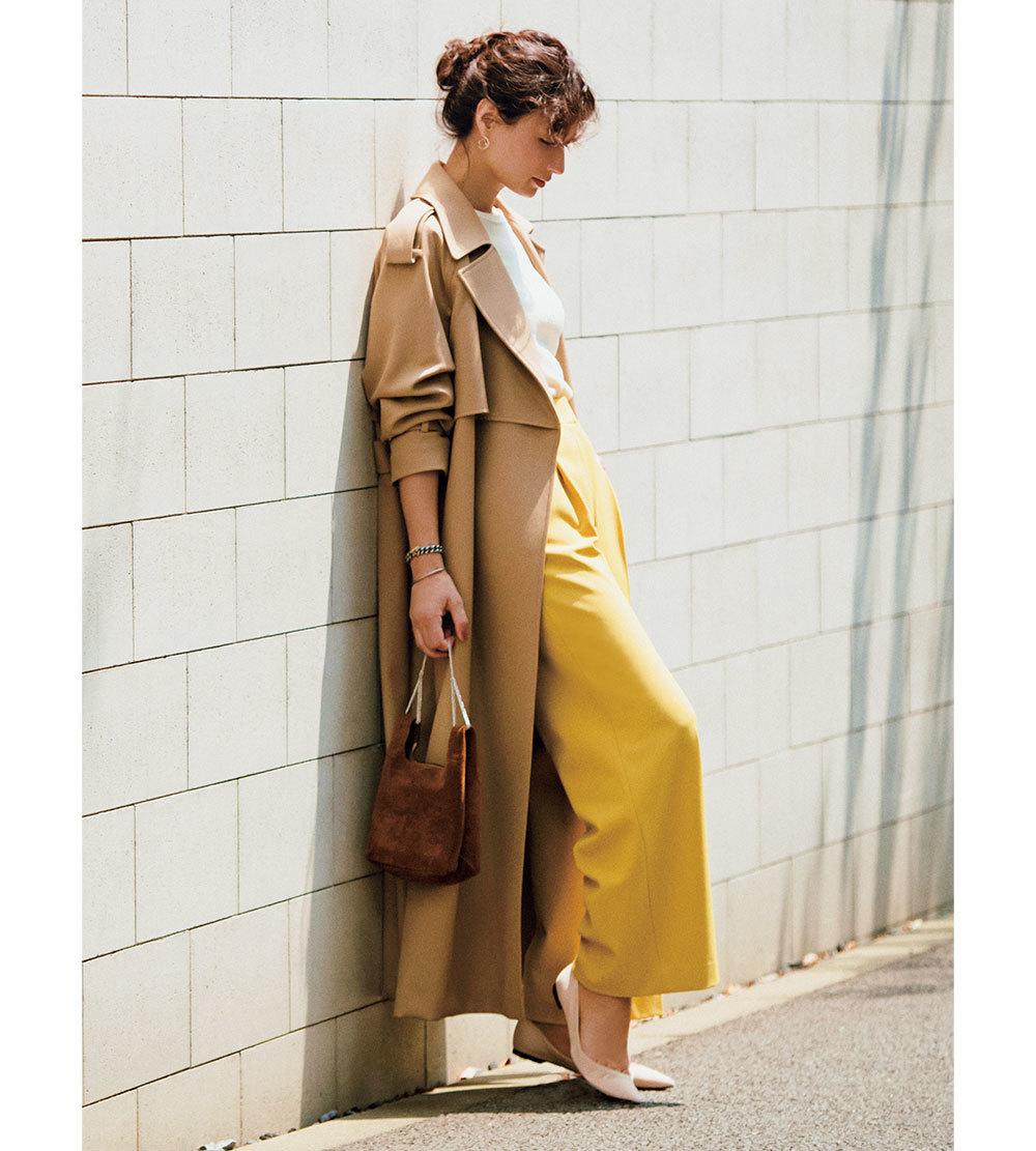 ファッション トレンチコート×イエローのワイドパンツコーデ