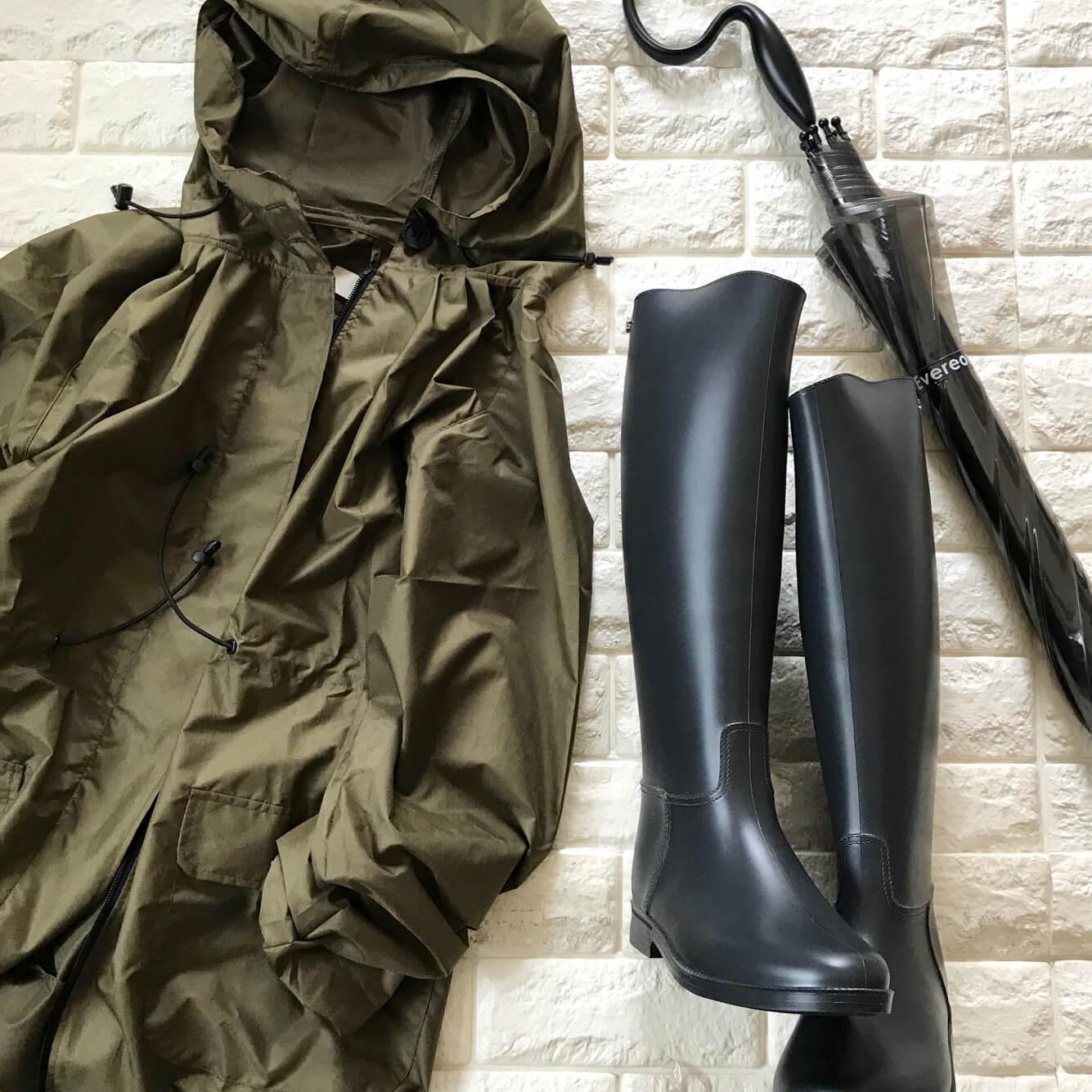 レインコート、レインブーツ、傘