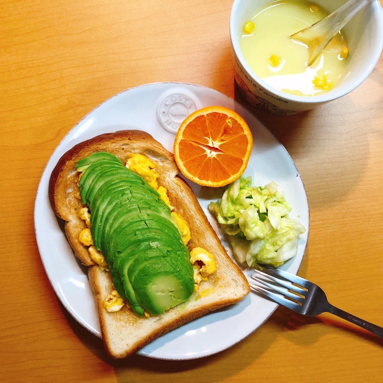 【あのカフェを再現⁉︎】おうちで簡単おしゃれなアボカドトースト_1_3