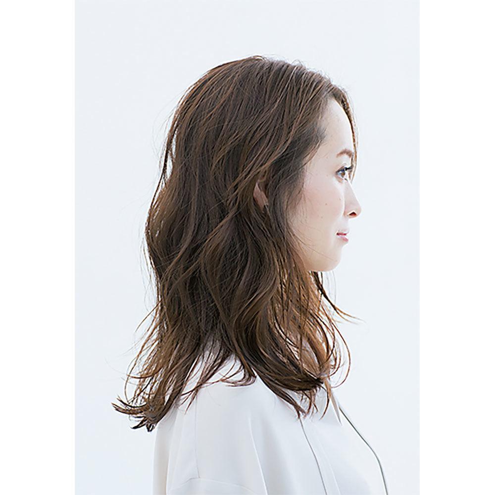 横から見た40代に似合う髪型 ロングヘアスタイル人気ランキング2位