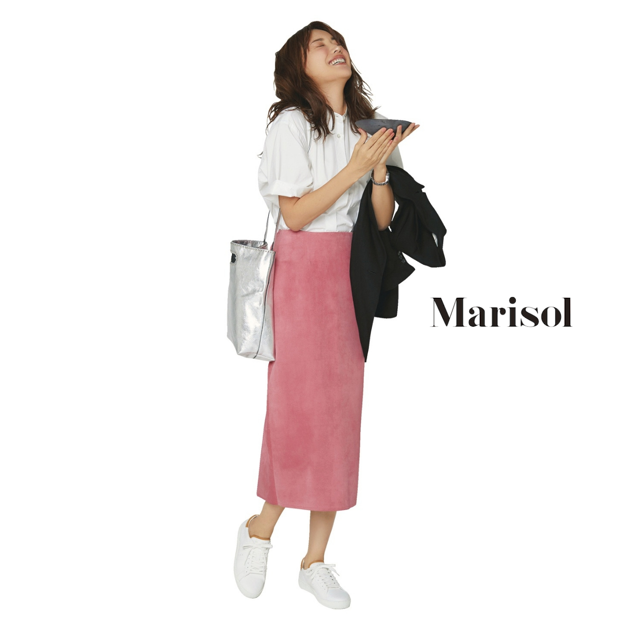 40代ファッション 白シャツ×ピンクロングタイトスカートコーデ