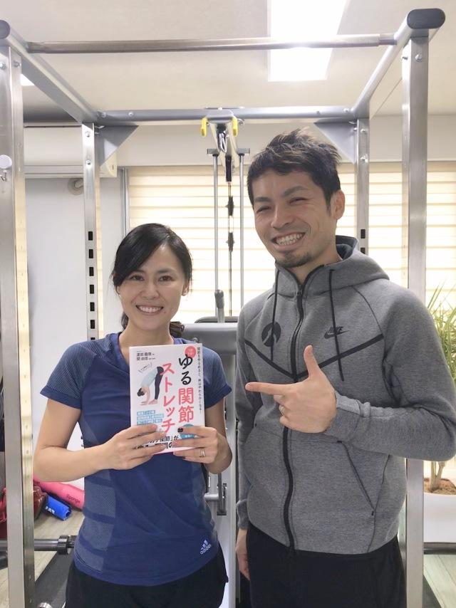 hipjoint 代表の渡部コーチが12月に出した書籍【ゆる関節ストレッチ】とっても分かりやすく、私たちの母親世代にもオススメです!