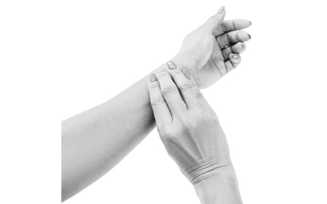 心拍数(脈拍数)は手首の動脈に指を3本当ててカウント