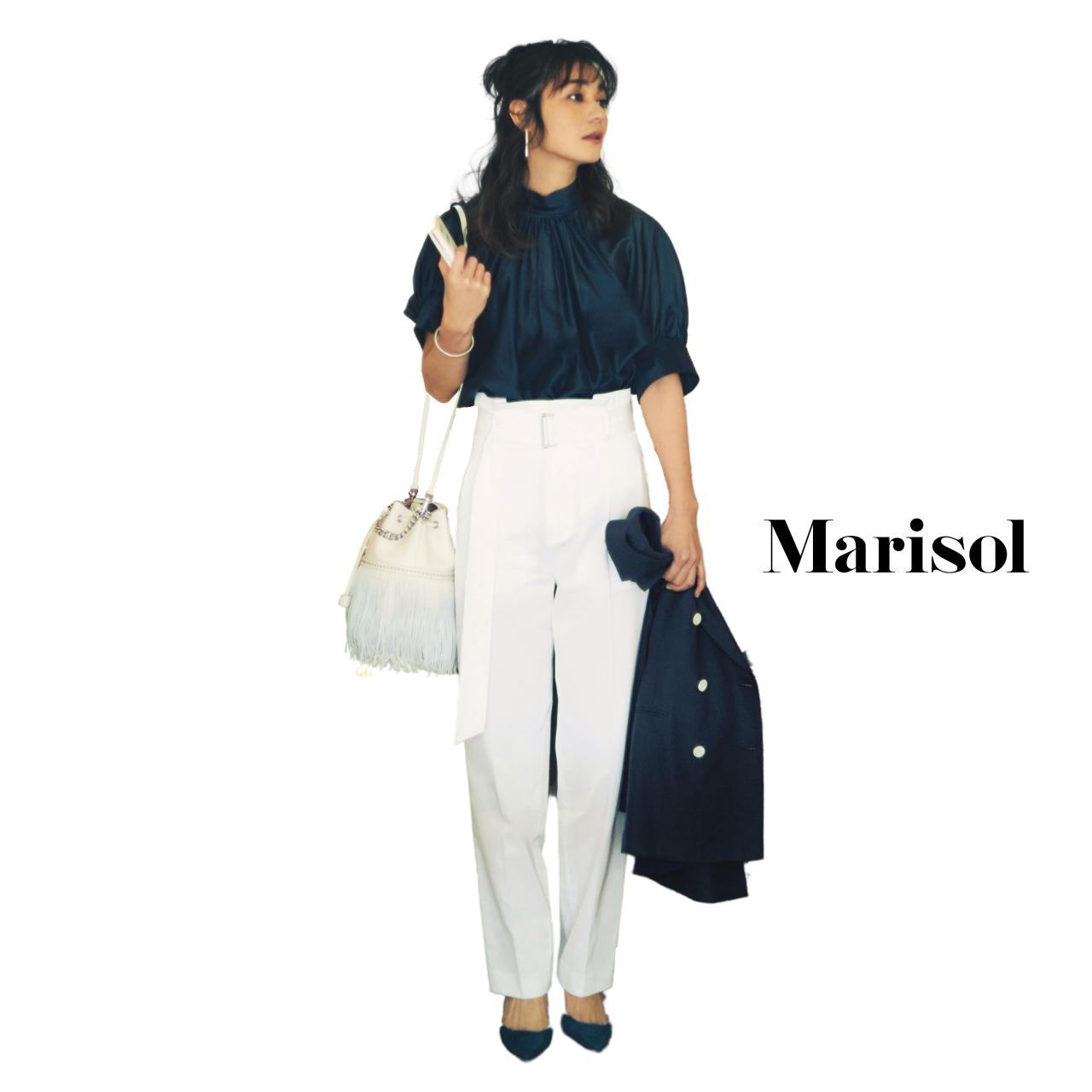 40代ファッション ネイビーブラウス×ネイビージャケット×白パンツコーデ