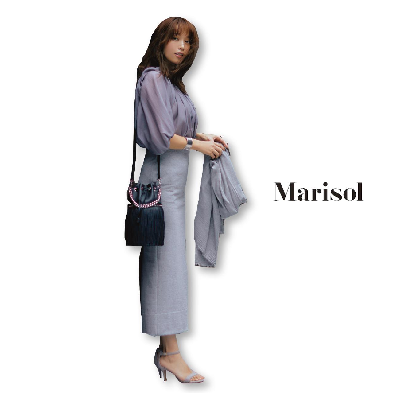 40代ファッション グレーブラウス×グレータイトスカートコーデ