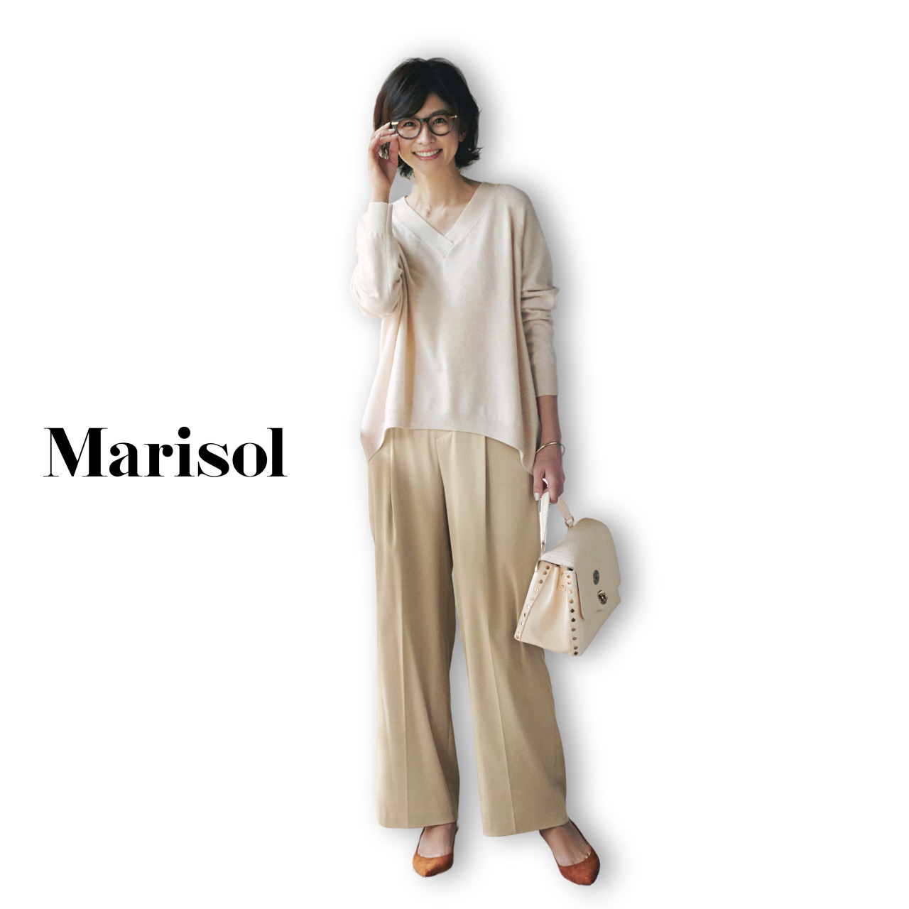 40代ファッション 白ニット×ベージュパンツコーデ