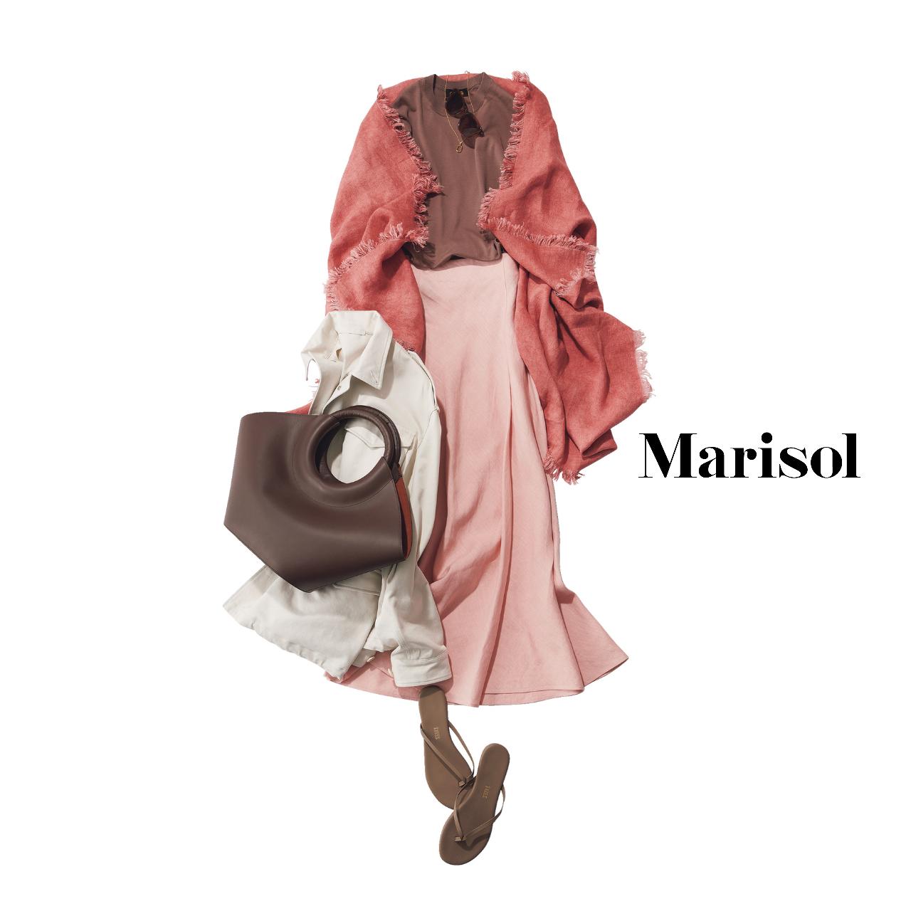 40代ファッション ブラウンTシャツ×ピンクスカート×ストール コーデ