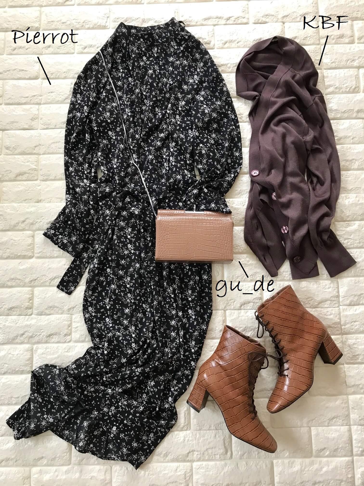 ダニエラ&ジェマのブーツとワンピースを合わせた画像