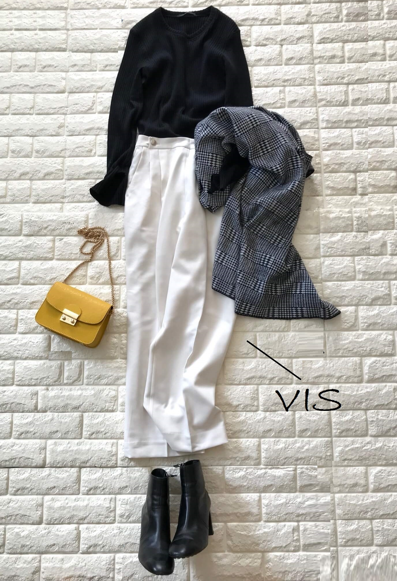 VISの白いパンツを使ったコーデ画像