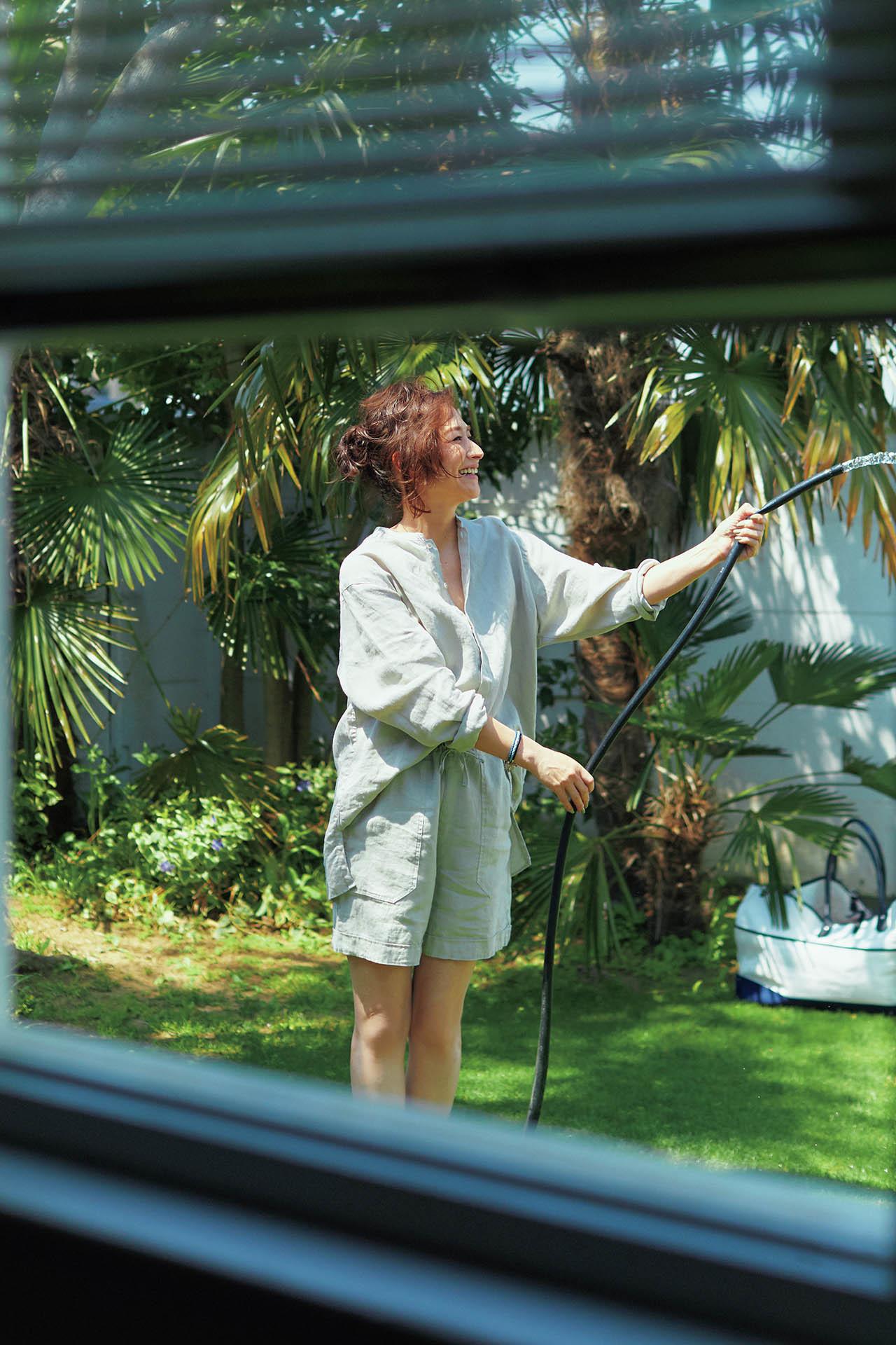 この季節だからこそ楽しみたい。亜希、「夏のある日のワントーン」 五選_1_1-1