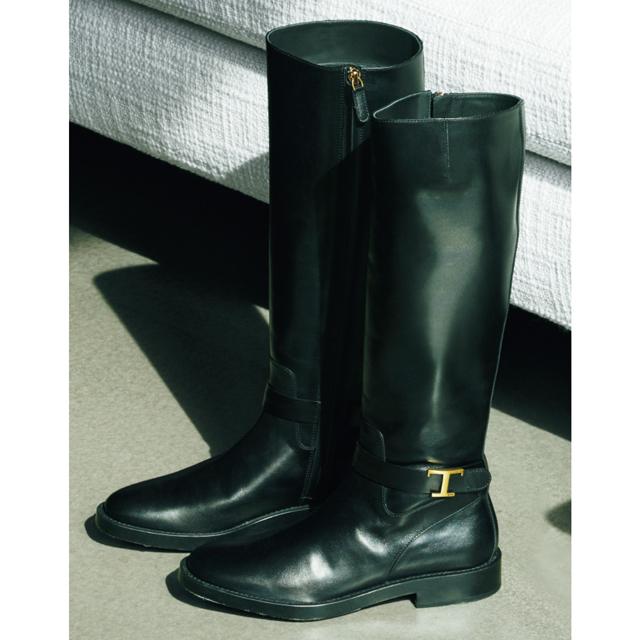 靴(2.5)¥143,000/トッズ・ジャパン(トッズ)