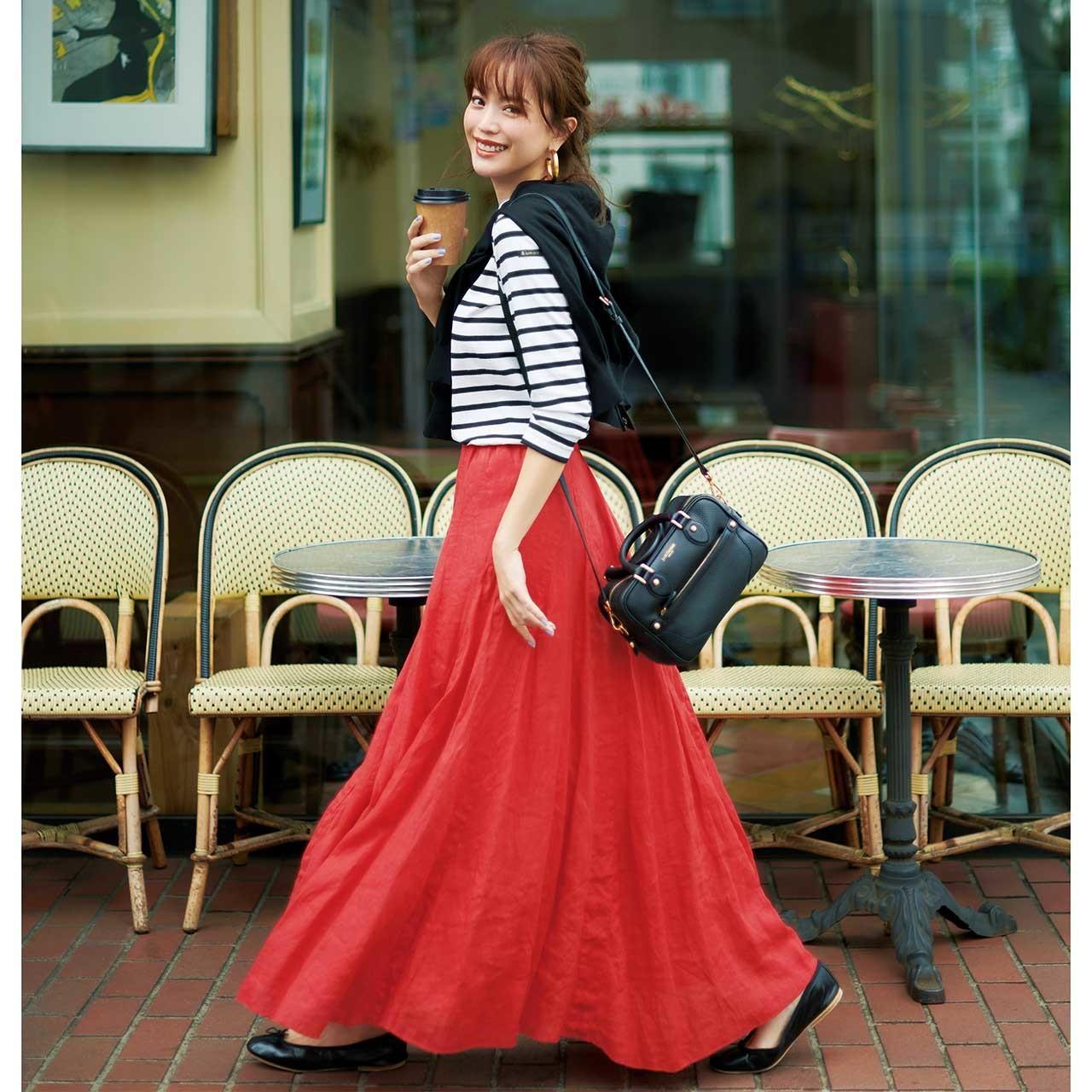 ボーダーカットソー×朱赤のロングスカートコーデ