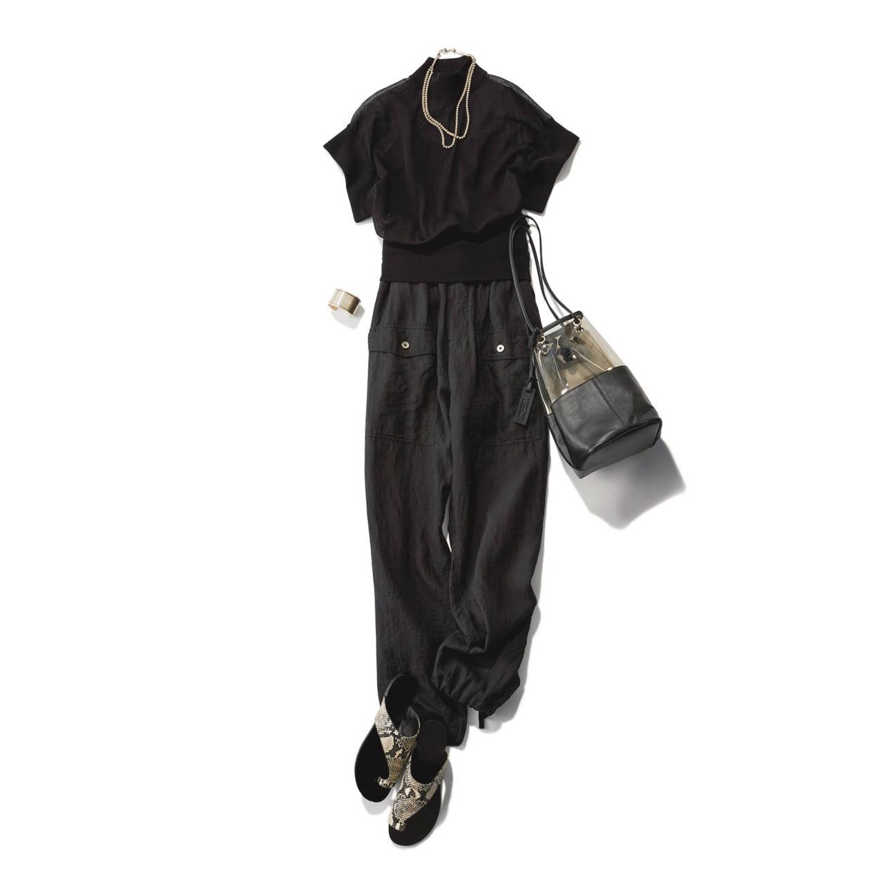 ■黒ニット×黒パンツのモノトーンコーデ